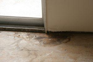 flooring - Should I remove old linoleum when replacing a linoleum